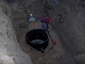 Etablering af forsinkelsesanlæg for regnvand, med vandbremse i brønd