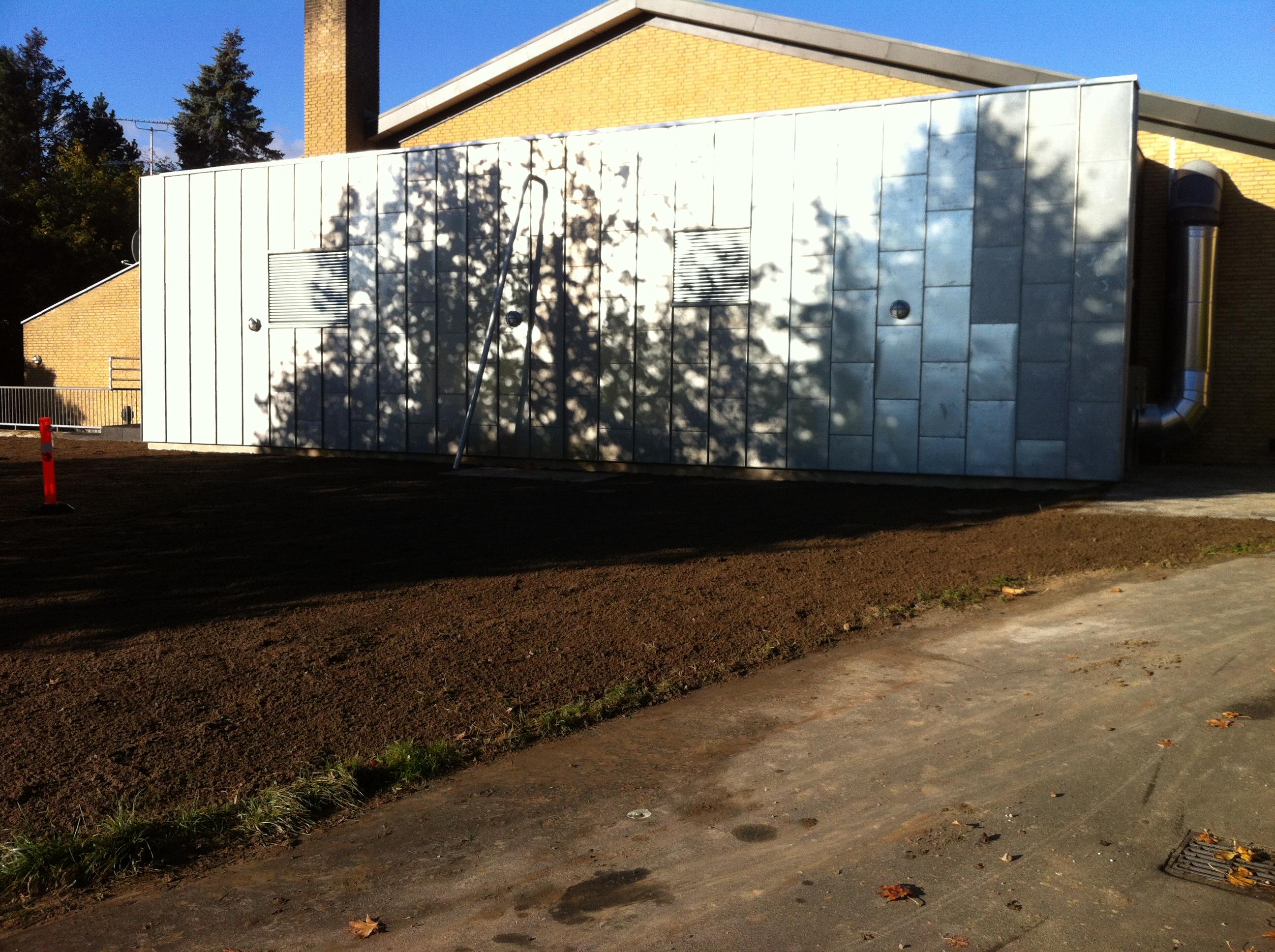 Blovstrød svømmehal. Jord-beton og kloakentreprise på renovering og udvidelse af teknikfaciliteter i kælder