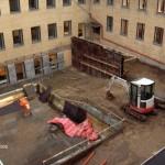 Sænkning af terræn i gård for etablering af nye vinduer i kælder, Herlev