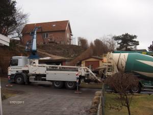 Støbning af nyt kældergulv i Frederiksværk.